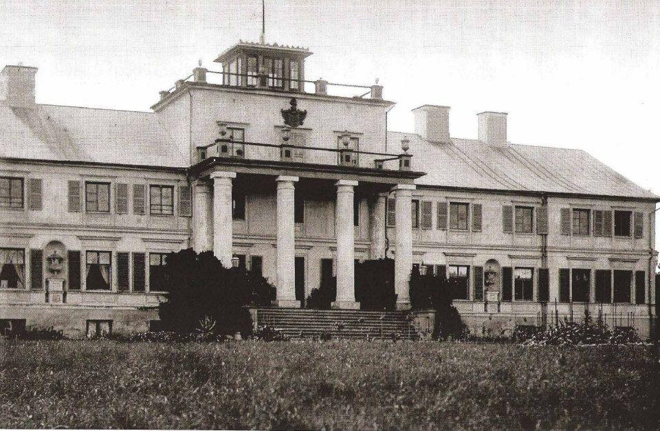 Karula mõisa loss, hävis 1919.a.